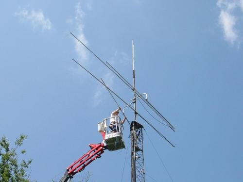 Taking down the 900 Mhz beam to make room for the 2m antenna.  So from top to bottom 220 Mhz, 144 Mhz, 440 Mhz, 1296 Mhz beams